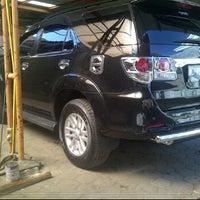 Photo taken at Kinara Car Wash by dhanang b. on 6/15/2012