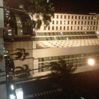 Photo taken at Menara Peninsula Hotel Jakarta by Bintari M. on 8/11/2012