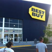 Photo taken at Best Buy by Wesley S. on 7/18/2012