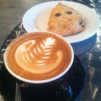 Das Foto wurde bei Houndstooth Coffee von Paul M. am 3/9/2012 aufgenommen