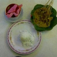 Photo taken at Sabana Nasi Kapau by Eko F. on 4/18/2012