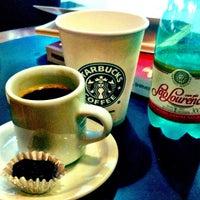 Photo taken at Starbucks by MaryAndradeee on 3/29/2012