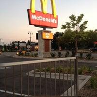 Photo taken at McDonald's by EL Penetrador 🍒 F. on 7/17/2012