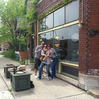 Das Foto wurde bei Mudgie's Deli von Josh M. am 5/6/2012 aufgenommen