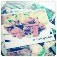 Photo taken at ร้านลาบยโส-สามเหลี่ยมดินแดง by Kunnon_FS on 6/9/2012