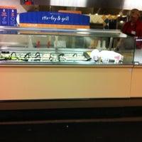 Foto scattata a Hannaford Supermarket da Wayne M. il 4/20/2012