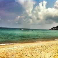 Photo taken at Chaweng Noi Beach by Jules L. on 2/17/2012