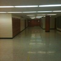 Das Foto wurde bei Park West High School von Alex O. am 5/24/2012 aufgenommen