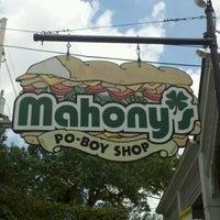 Foto diambil di Mahony's Po-Boy Shop oleh Janarra P. pada 5/4/2012