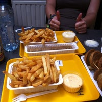 Photo taken at Frituur De Nieuwe Houtmarkt by David on 7/25/2012