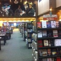 Foto tomada en Barnes & Noble por Ibraheem A. el 3/13/2012