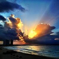 Foto tomada en Playa Chac Mool por Rafael A. el 7/10/2012