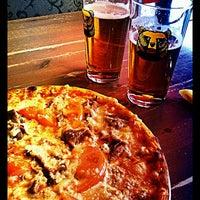 3/9/2012 tarihinde Erkki T.ziyaretçi tarafından Pizzeria Foxy Bear'de çekilen fotoğraf
