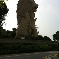 Photo taken at Sentosa Merlion by Ray K. on 8/24/2012