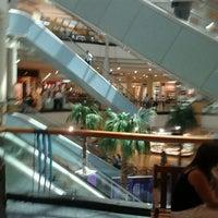 Foto tomada en Mall Florida Center por Ricardo Q. el 3/7/2012