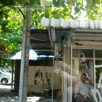 Photo taken at Kedai Gunting Rambut Mamak (Hutton Lane) by Kathleen on 2/26/2012