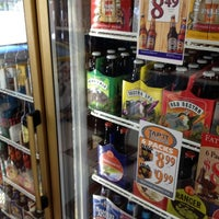 Foto tomada en Gus's Grocery por Pat T. el 5/3/2012