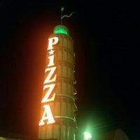 Foto diambil di Prince Pizzeria oleh Scott v. pada 8/9/2012