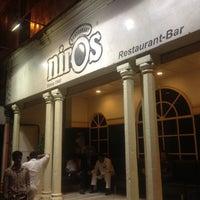 รูปภาพถ่ายที่ Niros โดย Robert S. เมื่อ 8/10/2012
