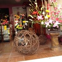 Photo taken at Gelvian Detalles con sabor by Inti A. on 4/27/2012