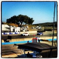 Das Foto wurde bei Mazda Raceway Laguna Seca von Bev am 5/11/2012 aufgenommen