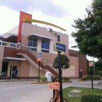 รูปภาพถ่ายที่ McDonald's โดย Gabriela F. เมื่อ 2/12/2012