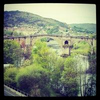 Foto tirada no(a) Ponte Romana de Ourense por Pepo C. em 4/16/2012