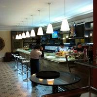 Foto tirada no(a) Moeda Bar e Restaurante por Ana G. em 7/8/2012