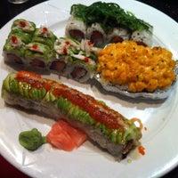 Photo prise au Tasu Asian Bistro Sushi & Bar par Elisha Gutloff, M. le4/30/2012