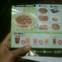 Photo taken at PHD - Pizza Hut Delivery by ika l. on 6/5/2012