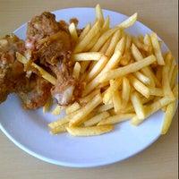 Photo taken at Al Fairooz Kebab by azza hana a. on 9/13/2012