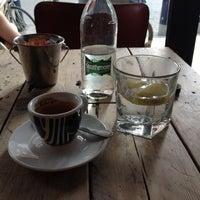 6/25/2012 tarihinde Gustavo P.ziyaretçi tarafından Café Phillies'de çekilen fotoğraf