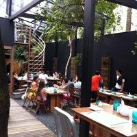 Foto tirada no(a) Feed Food por Ricardo C. em 3/23/2012