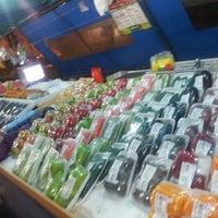 Photo taken at Banca de Frutas - Sumaré by Manuela P. on 9/9/2012
