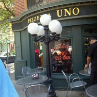 Photo taken at Uno Pizzeria & Grill - Chicago by Amy A. on 8/3/2012