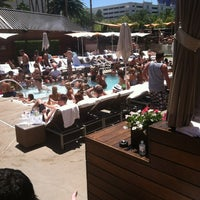 Photo prise au Bare Pool Lounge par Matt C. le6/9/2012