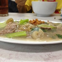 Photo taken at Kwetiaw Sapi 78 Mangga Besar by Melvin L. on 7/16/2012
