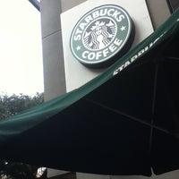 Foto tirada no(a) Starbucks por Daniel em 5/21/2012