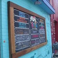 5/27/2012 tarihinde Jenni S.ziyaretçi tarafından Amy's Ice Creams'de çekilen fotoğraf