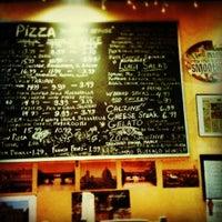 7/22/2012 tarihinde Esther P.ziyaretçi tarafından Luigi's Pizzeria'de çekilen fotoğraf
