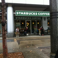 Photo prise au Starbucks par Oscar J. le9/4/2012