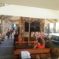 Das Foto wurde bei Yours Australian Bar von Flynux am 6/22/2012 aufgenommen