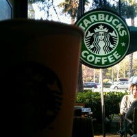 Снимок сделан в Starbucks пользователем Pedro G. 3/14/2012