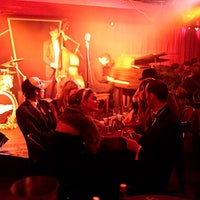 Foto scattata a Manderley Bar at the McKittrick Hotel da Experiences il 8/10/2012