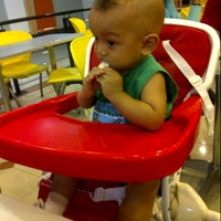 Photo taken at Texas Chicken by Ɔι̥̥пϑy J. on 9/10/2012
