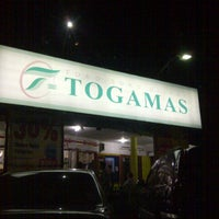 Photo taken at Toko Buku Togamas by Hendra C. on 7/24/2012