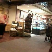 2/13/2012 tarihinde alvaro p.ziyaretçi tarafından Starbucks'de çekilen fotoğraf