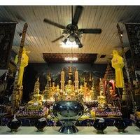 Photo taken at Wat Uppakut by T้öm. Pj on 3/6/2012