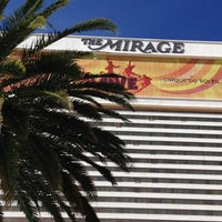 Foto tirada no(a) The Mirage Pool & Cabanas por Liane L. em 4/3/2012