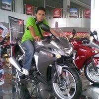 Photo taken at PT Astra International Tbk. - HONDA (HSO Yogyakarta) by Riza Z. on 5/12/2012